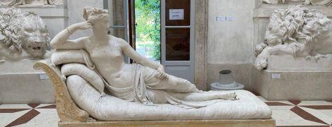 В Італії турист заліз на скульптуру для фото та відламав їй пальці