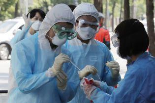 Коронавірус почав втричі частіше вражати молодь: у ВООЗ назвали причини тенденції