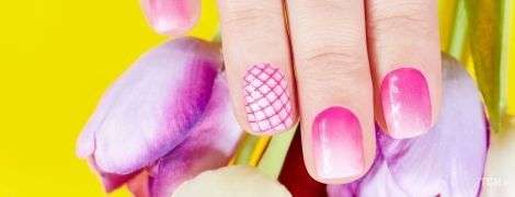 Как накрасить ногти в отпуск: топ-5 модных идей маникюра