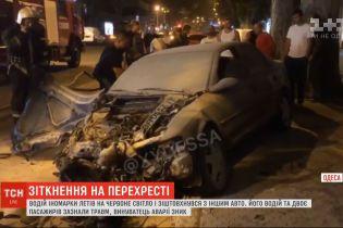 Нічна аварія в Одесі: один у комі, двоє у реанімації після зіткнення легковиків на перехресті