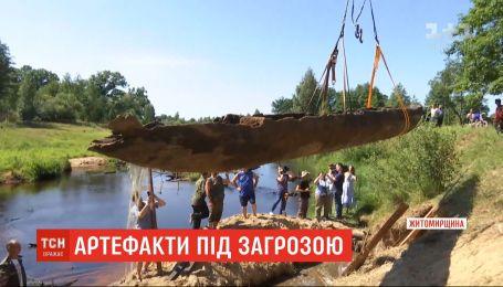 Украинские артефакты - долбленки - могут оказаться под угрозой из-за недофинансирования музеев