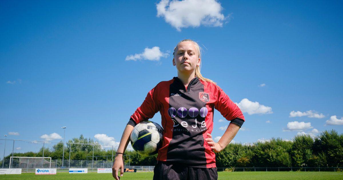 Исторический эксперимент: в Нидерландах девушке разрешили играть за мужской футбольный клуб