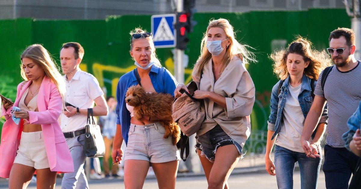 """""""Не в парках и не на пляжах"""": врач рассказал, где чаще всего инфицируются коронавирусом"""