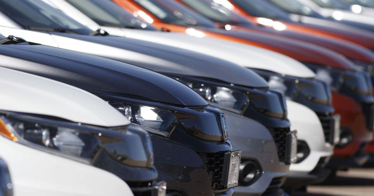 """Топ-10 автоновостей на ТСН.ua за 2020 год: электронные права, изменение ПДД, """"евробляхи"""", цены на б/у авто"""
