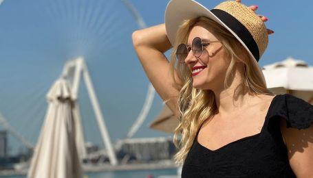 Шляпы, панамки, кепки, бейсболки: какие головные уборы носят звезды этим летом