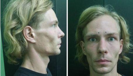 В Киеве мужчина с татуировкой в виде двух точек на лбу изнасиловал девушку