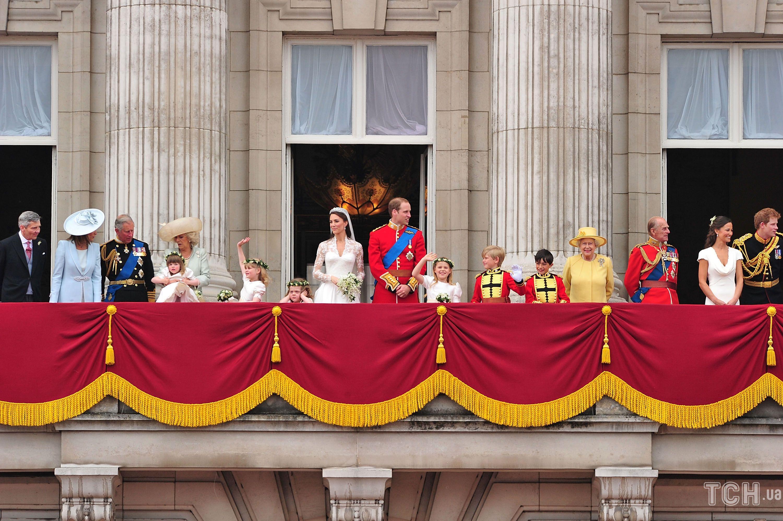Королева Елизавета II на свадьбе старшего внука_2