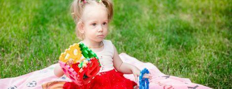 Тяжелый синдром у Даши заставляет ее семью искать помощи врачей за рубежом