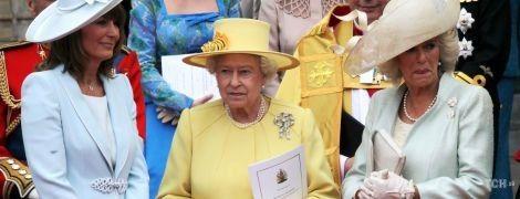 Королево, ми сумуємо: згадуємо 10 виходів Єлизавети II в жовтих вбраннях