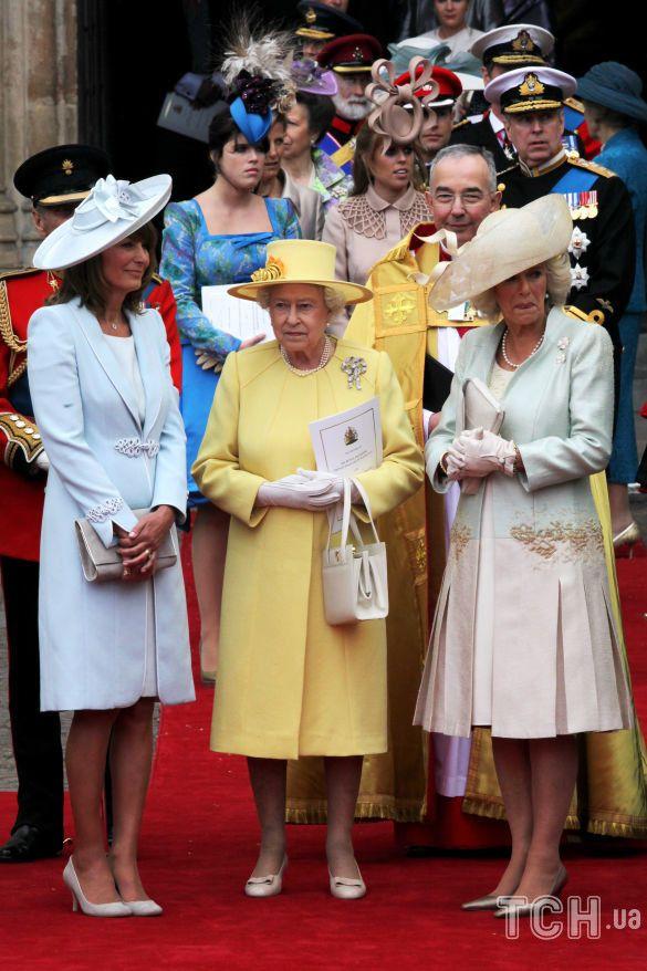 Королева Елизавета II на свадьбе старшего внука_1