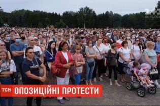 Несмотря на официальный запрет, в Минске люди вышли поддержать оппозиционную кандидатку в президенты