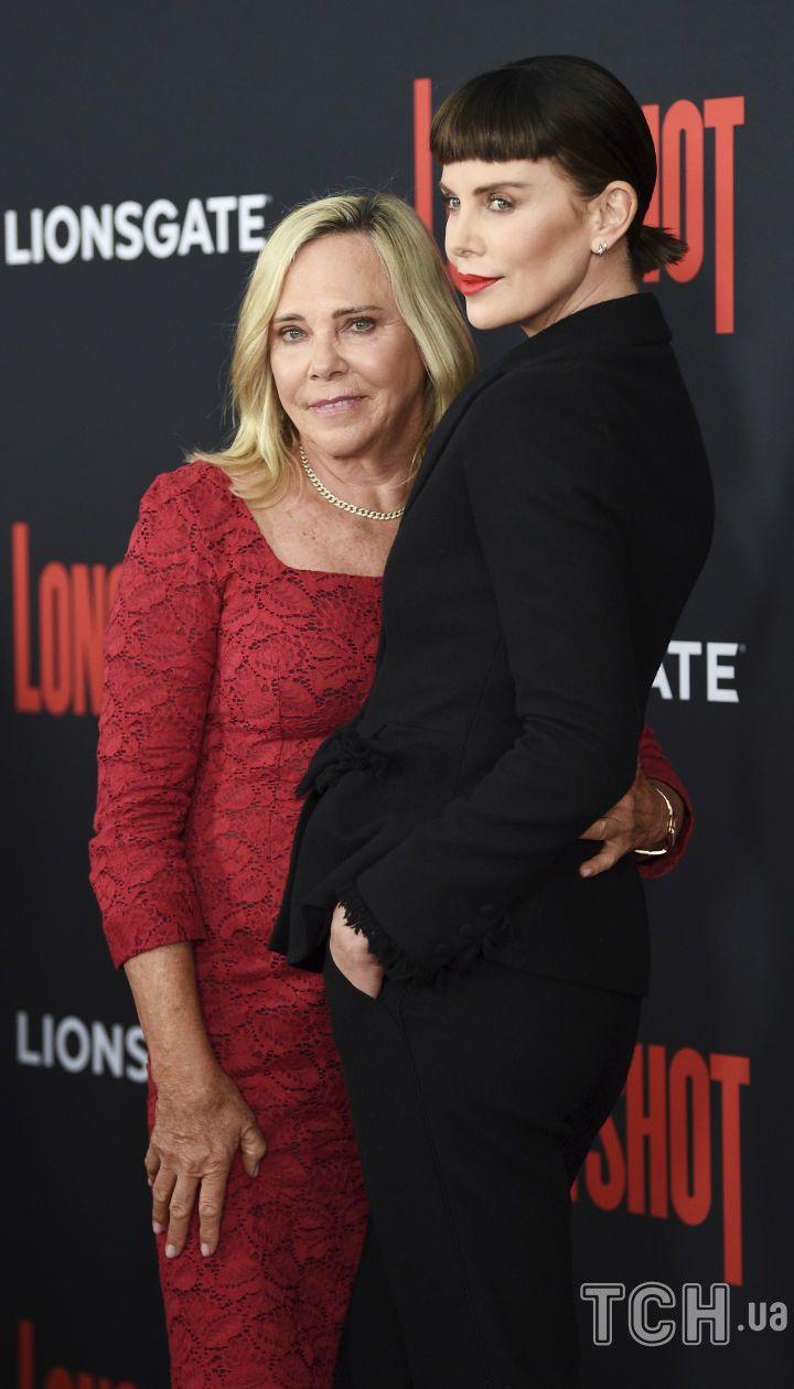 Шарліз Терон з мамою Гердою