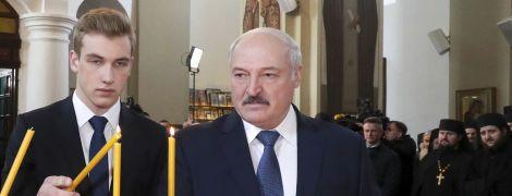 Молодший син Лукашенка думає про хімію, опозицію та не хоче в президенти через бруд