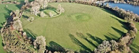 Під курганом в Північній Ірландії виявили величезний храмовий комплекс