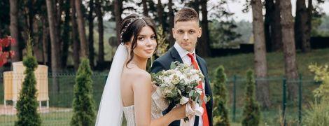 """Футболіст """"Динамо"""" одружився у Львові: яскраві весільні фото"""