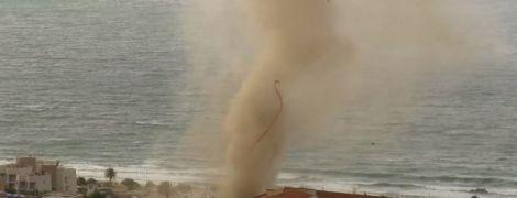 В Італії відзняли потужний смерч, який вийшов із моря