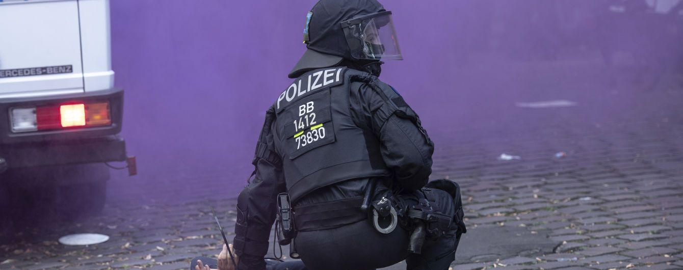 """Забарикадували вхід і влаштували пожежі: У Берліні затримали 44 протестувальників через закриття """"лівого"""" бару"""