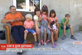Во Львовской области семья приняла к себе шестерых больных детей