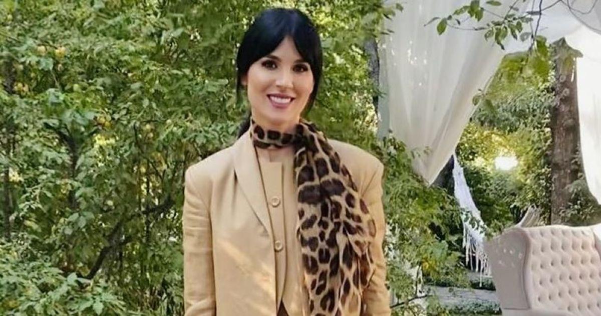 У костюмі від української дизайнерки: Маша Єфросиніна доповнила лук леопардовим аксесуаром