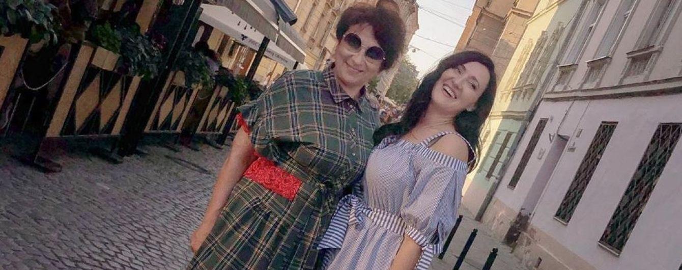Як подруги: Соломія Вітвіцька прогулялася Львовом зі своєю мамою