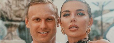 Аппетитная Анна Седокова в бикини поделилась пикантным фото с полуобнаженным женихом