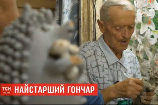 Самый старший гончар Украины отпраздновал 95-летний юбилей за любимой работой