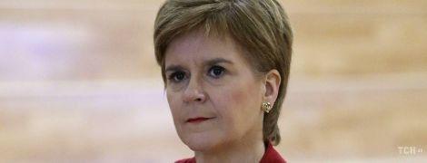 Lady in red: перша міністерка Шотландії в елегантному образі відвідала школу