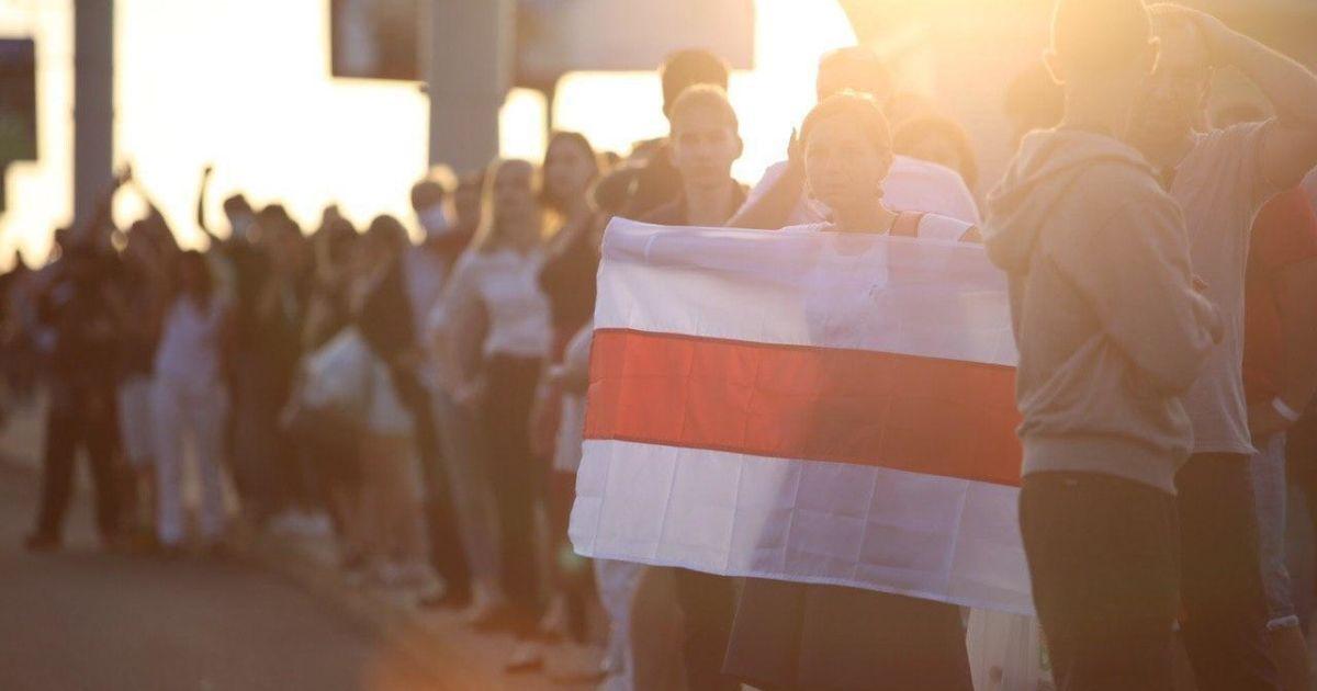 Белорусский дипломат поддержал протесты в Минске и уволился