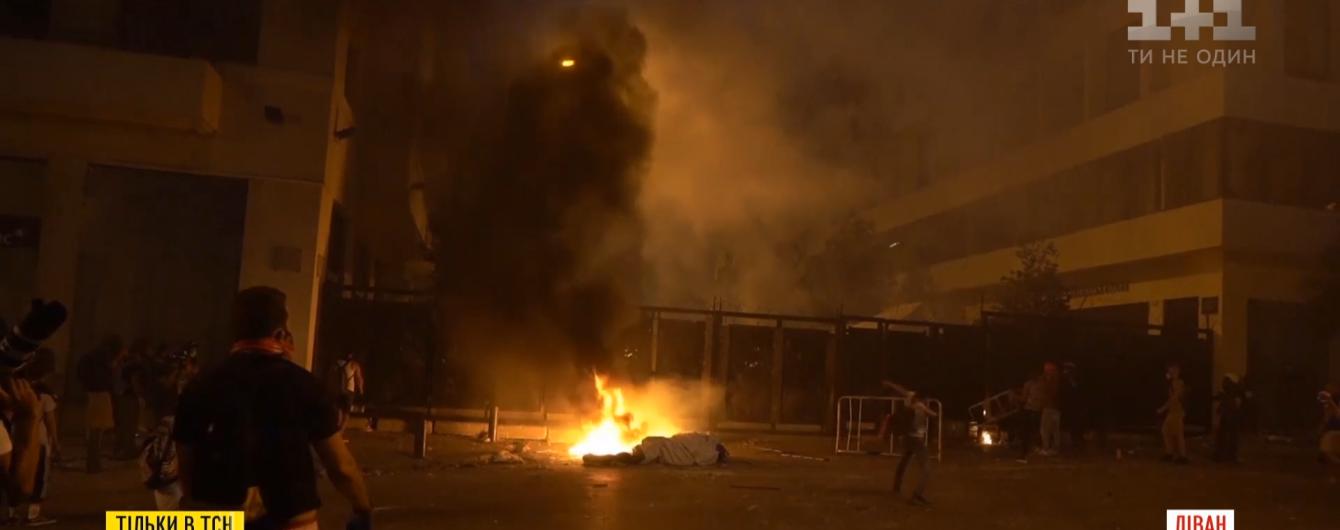 Те, кто сбросили правительство Ливана: как в Бейруте штурмовали здание парламента