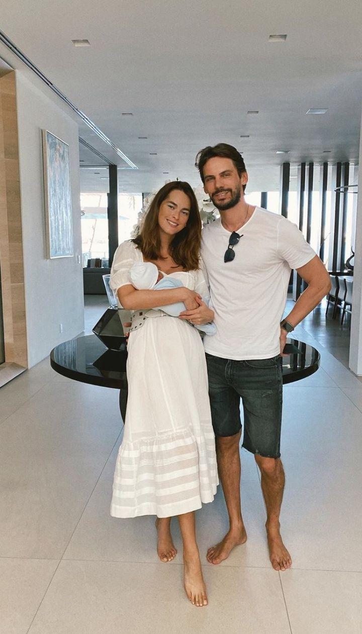 Олеся Стефанко с мужем Сергеем и новорожденным сыном