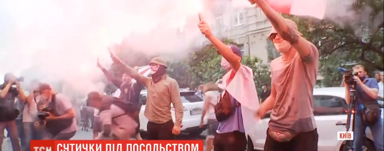 Полиция отпустила пятерых задержанных участников столкновений под посольством Беларуси в Киеве