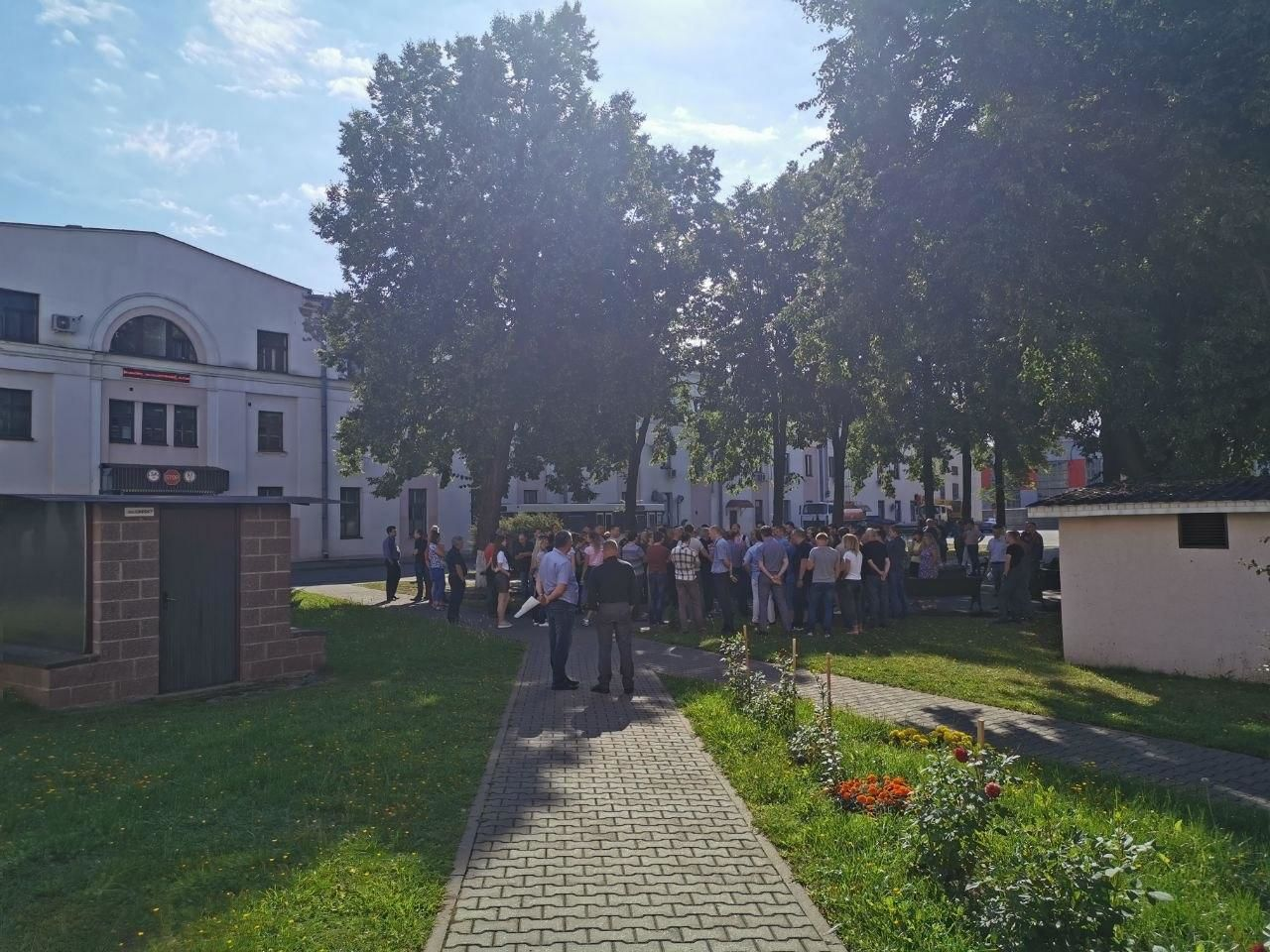 Протести у Білорусі.Мінський електротехнічний завод ім. Козлова страйкує