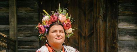 Реперша alyona alyona в украинском наряде и венке поддержала белорусов