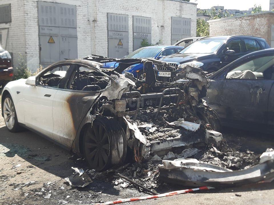 згоріла Tesla Богдана_8