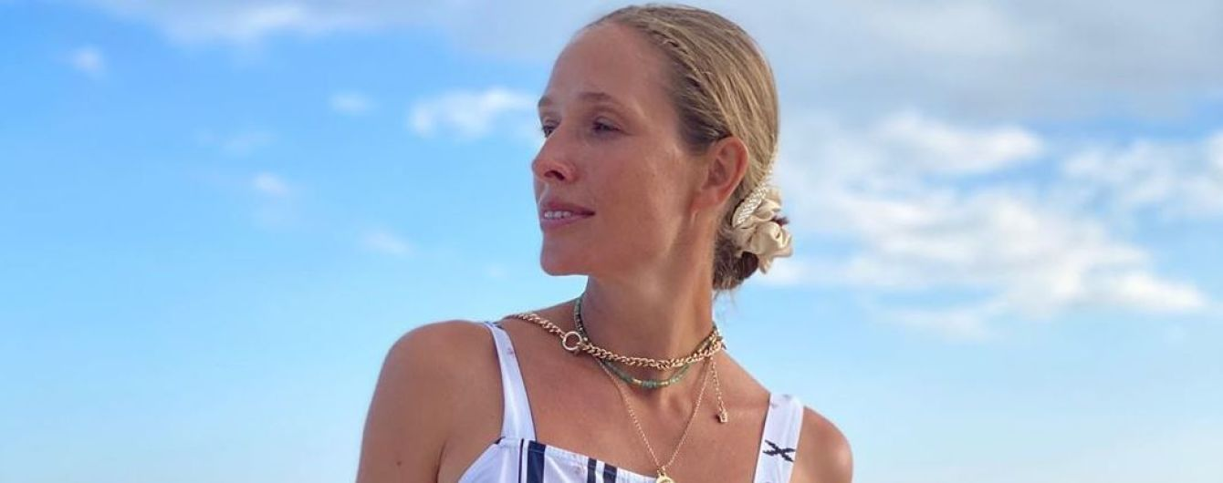 Без макіяжу і в блакитному купальнику-бандо: Катя Осадча показала, як відпочиває у Туреччині