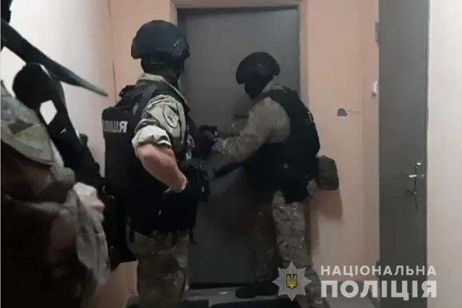 У Броварах поліція затримала крадіїв готівки з терміналів самообслуговування_3