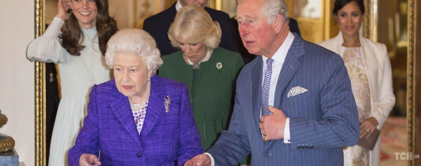 Следит за репутацией: с сайта королевы Елизаветы II исчезли аккаунты Сассексов и принца Эндрю