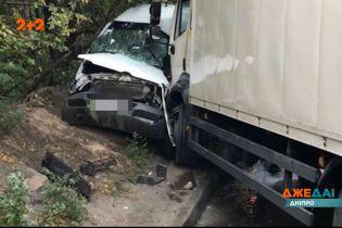 У Дніпрі сталась аварія за участі переповненої маршрутки