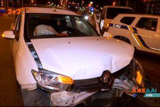 В Киеве таксист нарушил правила и попал в аварию