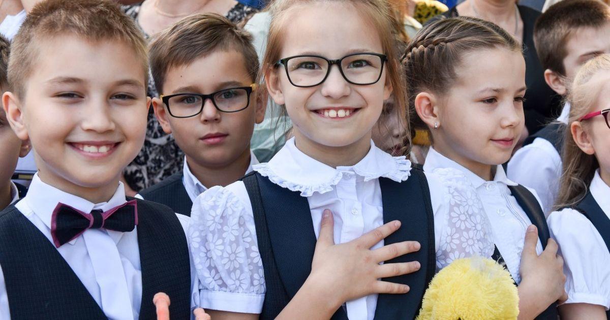 Виконання гімну перед уроками у столичних школах: суд визначить, чи законне рішення Київради