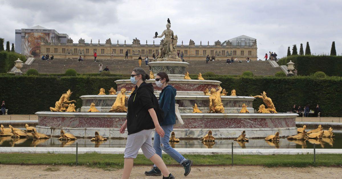 Во Франции почти вдвое сократился суточный показатель заражения коронавирусом