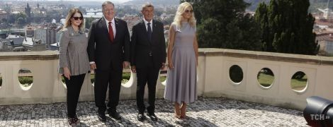 В ефектних образах: Сьюзен Помпео і дружина прем'єр-міністра Чехії на офіційній зустрічі