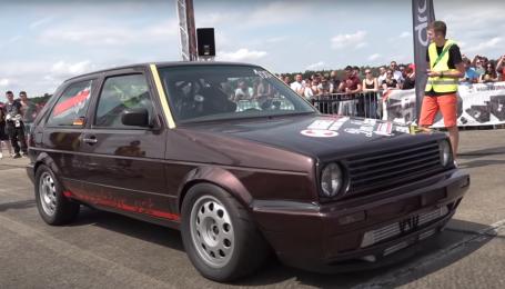 У Німеччині старенький Volkswagen Golf розігнався до 340 км/год: відео
