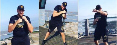 Без відпочинку і в день народження: Тайсон Ф'юрі показав тренування на морі