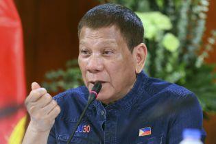 Скандальний президент Філіппін хоче публічно прищепитися російською вакциною від коронавірусу