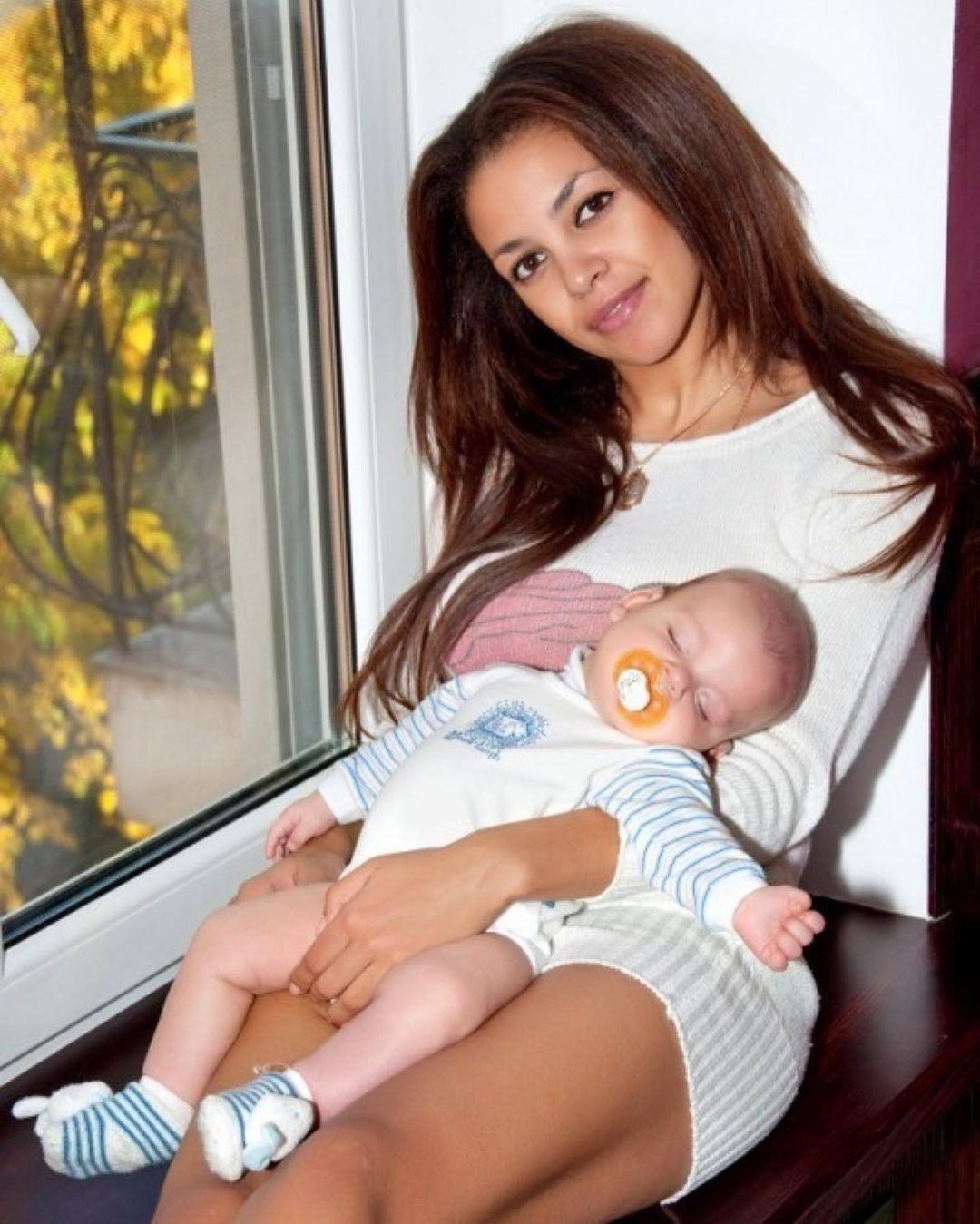 Поліна Ололо з сином_1
