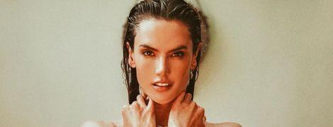 Позировала топлес: Алессандра Амбросио блеснула идеальной фигурой