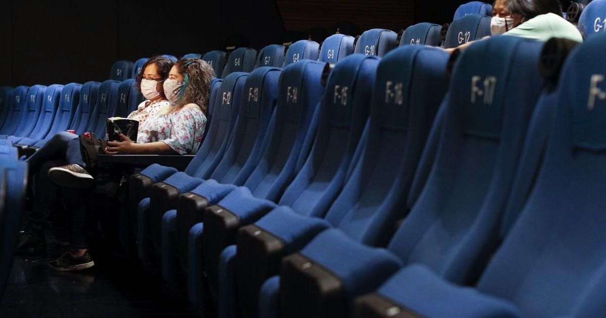 """У """"червоних зонах"""" дозволили роботу кінотеатрів"""