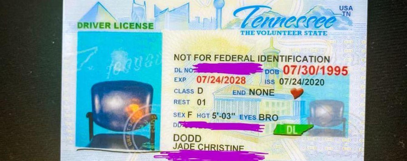 Американка отримала водійське посвідчення з фотографією стільця