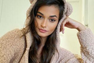 Готовится к холодам: Жизель Оливейра сексуально позировала в костюме плюшевого медвежонка
